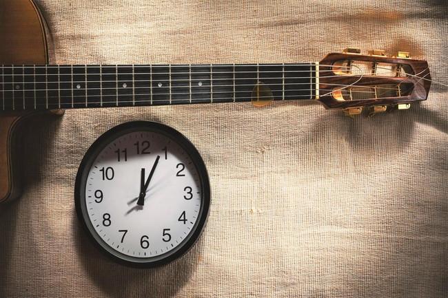 ギターが上達するまでの期間や一日に必要な練習時間を解説