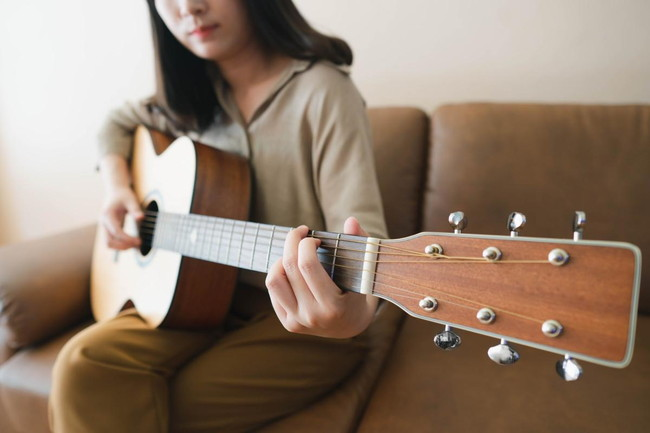 ギターが社会人の趣味におすすめな理由と習得方法