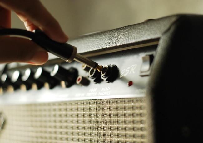 エレキギターとアンプのつなぎ方をわかりやすく解説