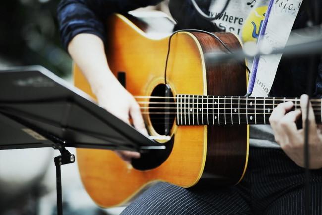ギターテクニックを磨いてアコギの達人になる5つの方法