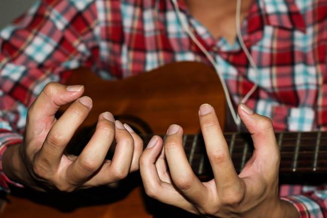 ギター演奏が疲れる理由と解消するための3つの方法を紹介